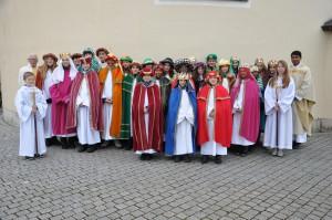 Gruppenbild von der Sternsinger-aussendung in Pfaffenhofen